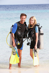 Door stickers Diving Couple With Scuba Diving Equipment Enjoying Beach Holiday