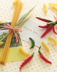Спагетти и красный горький перец