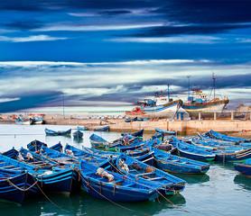 Papiers peints Maroc Blue fishing boats on an ocean coast in Essaouira, Morocco