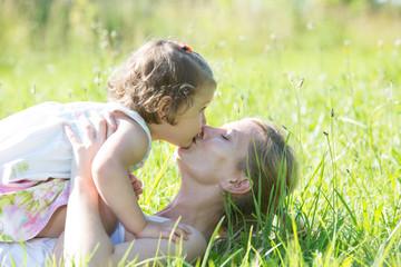 mama und tchter im sommer