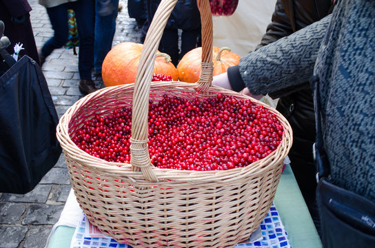 wicker basket cranberry market diet ecologic food