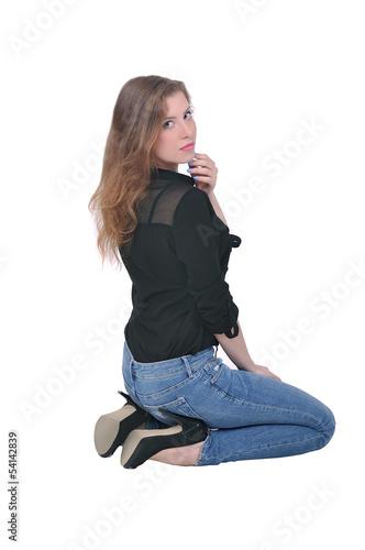 Девушка в джинсах и лифчике фото 300-755