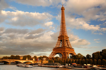 Fototapete - Eiffel Tower  with bridge in Paris, France