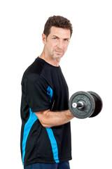 erwachsener sportlicher mann mit hanteln isoliert