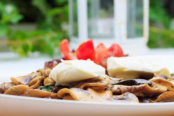 Mushrooms a la creme with mozzarella