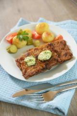 Vegetarisches Steak mit rein pflanzlicher Kräuterbutter