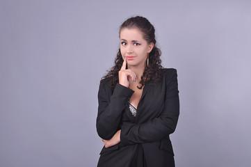 удивлённая девушка в чёрном пиджаке, бизнес
