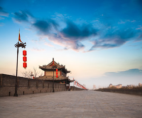 Spoed Foto op Canvas Xian xian city wall at dusk