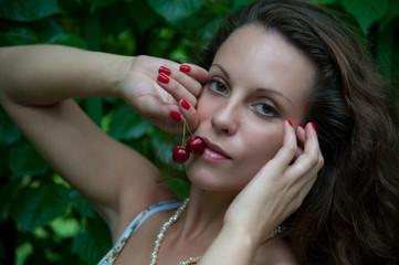 eating cherries