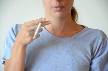 Fumer une cigarette