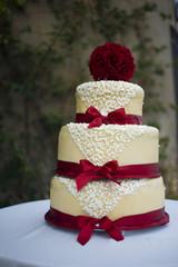 torta rossa grande