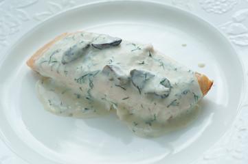Baked salmon with creamy mushroom sause
