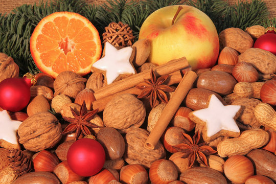 bunter Teller zur Weihnachtszeit