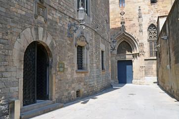 Callejón del casco antiguo trás la catedral.  Barcelona.