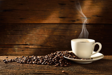 Foto op Aluminium Koffiebonen Coffee cup and coffee beans on old wooden background