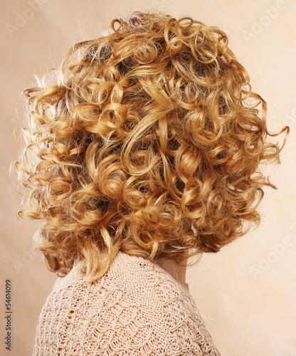 Стрижки кудрявых волос вид сзади