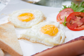 eggs and bacon breakfast plate