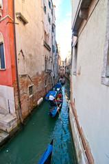 Foto auf AluDibond Venedig Venice Italy Gondolas on canal