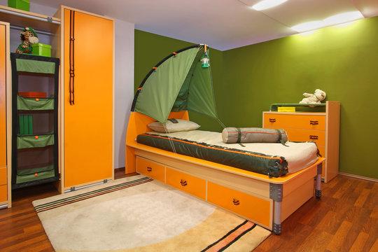 Green child bedroom
