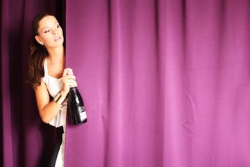 hübsches Model mit Champagner