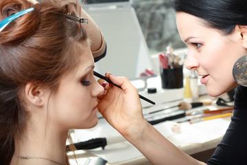 bride applying wedding make-up