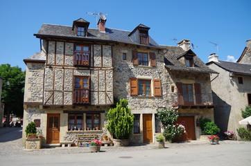 サン・トゥーラリー Sainte-Eulalie-d'Olt