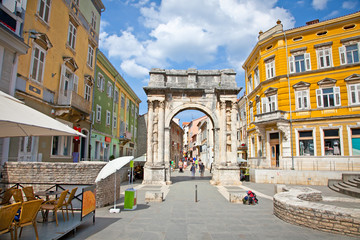 Wall Mural - Golden Gate (Sergius Arch) in Pula at Night, Croatia