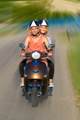 Fototapete - Schnelle fahren mit dem Motorroller