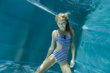sexy Unterwasserteenager