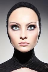 Obraz wielkie oczy młodej kobiety - fototapety do salonu