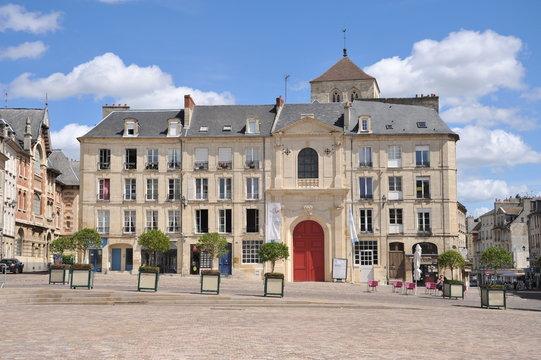 Facade Classique de l' église du Vieux Saint-Sauveur, Caen