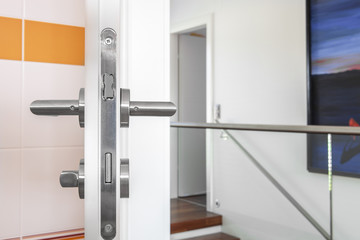 offene Badtür Wohnung