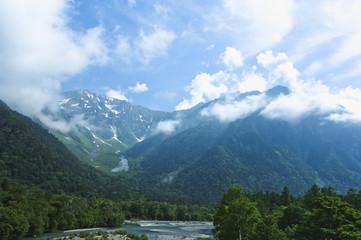 穂高山脈と雲(上高地)