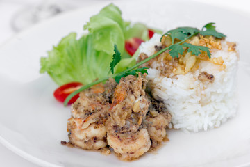 Fried shrimp with garlic and black pepper, serve with cooked ric