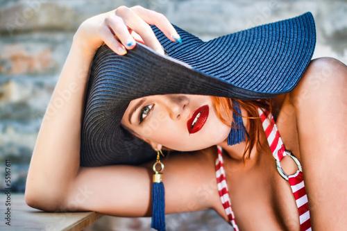 француженка в красной шляпе  № 156049  скачать
