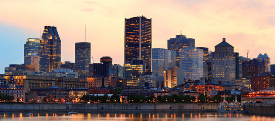 Fotomurales - Montreal over river at dusk