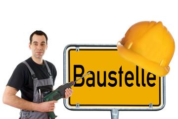 Bauarbeiter und Schild mit Bauhelm - Baustelle