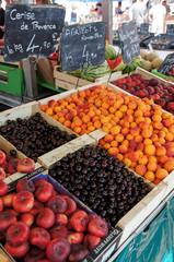 au marché : cerises abricots nectarines pêches