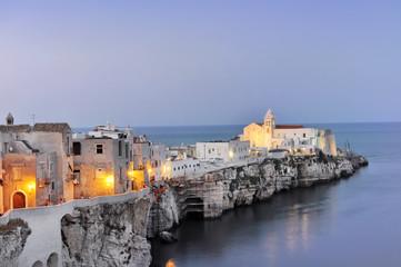 Vieste al tramonto, Puglia, Italia. Vista panoramica