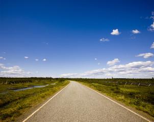 Landstraße zum Horizont