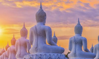 Obraz Wiele posągów Buddy - fototapety do salonu