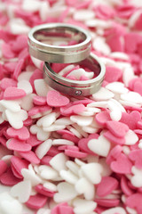Wedding rings with cute sugar hearts in pink and white