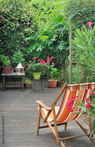 chaise longue en terrasse zdj stockowych i obraz w royalty free w obraz 55501855. Black Bedroom Furniture Sets. Home Design Ideas