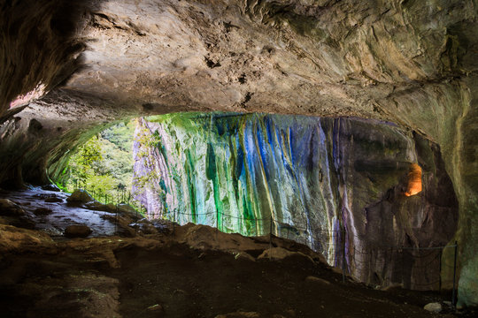Arco iris en la cueva