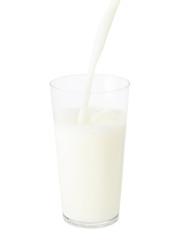 グラスに注がれるミルク