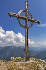 Gipfelkreuz mit Fernblick