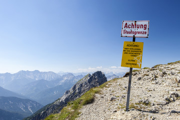 Staatsgrenze in den Alpen Deutschland Österreich