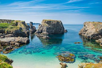 Fototapete - Beach with emerald water in the coast of island Belle Ile en Mer