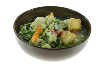 soup with pork, egg and mix vegetable in  bowl