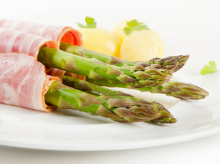 asparagus served with ham